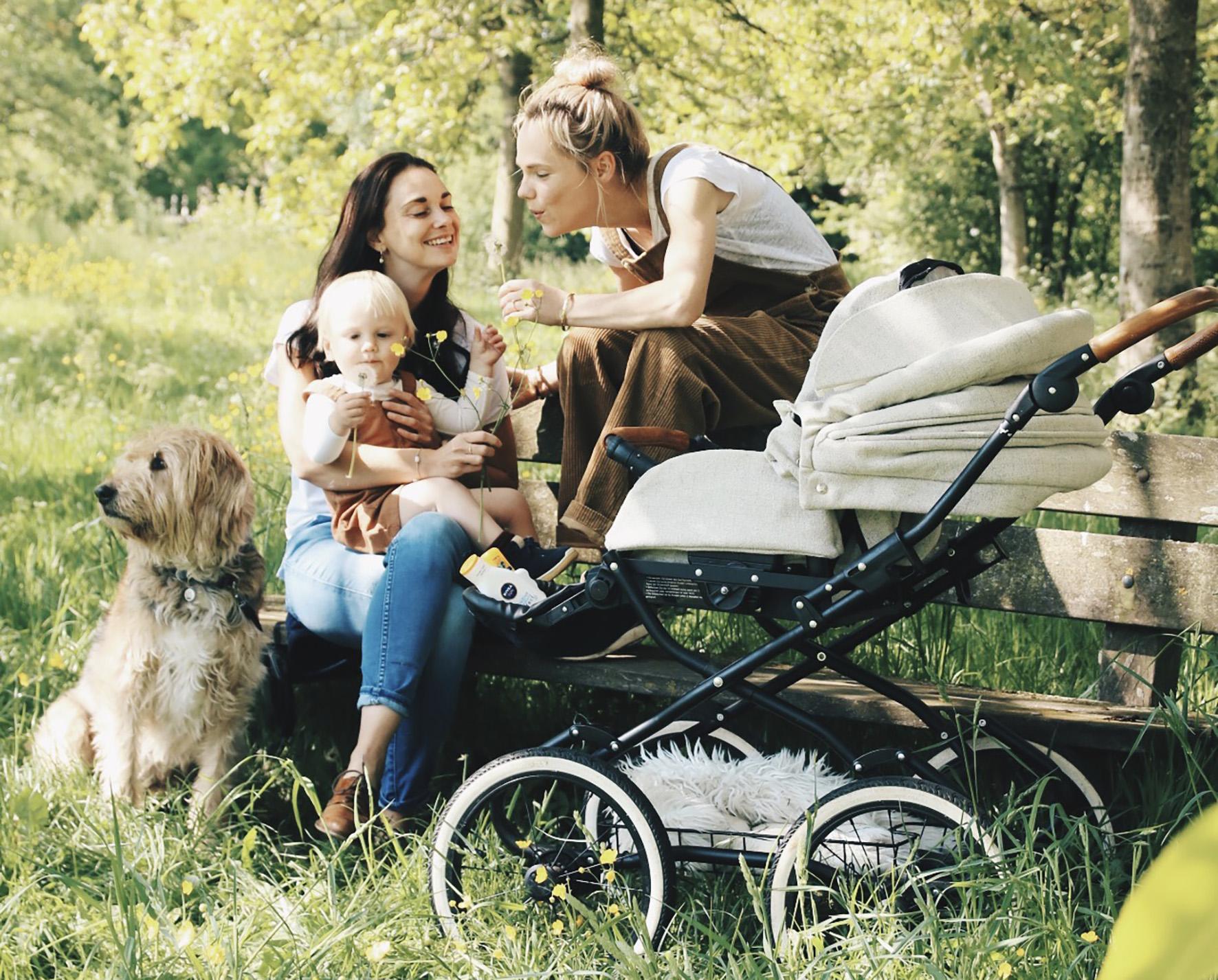 Op deze foto zie je twee vrouwen met een kinderwens