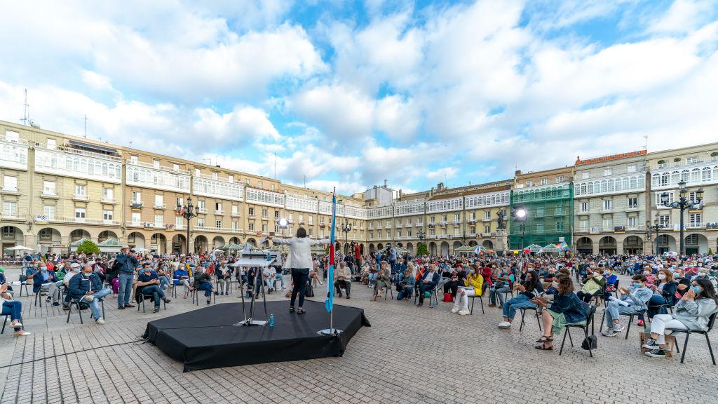 Een foto van een verkiezingsbijeenkomst in La Coruna in Spanje.