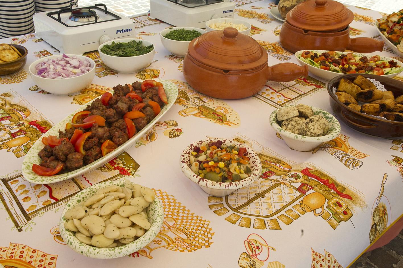 Op deze foto zie je eten uit Malta