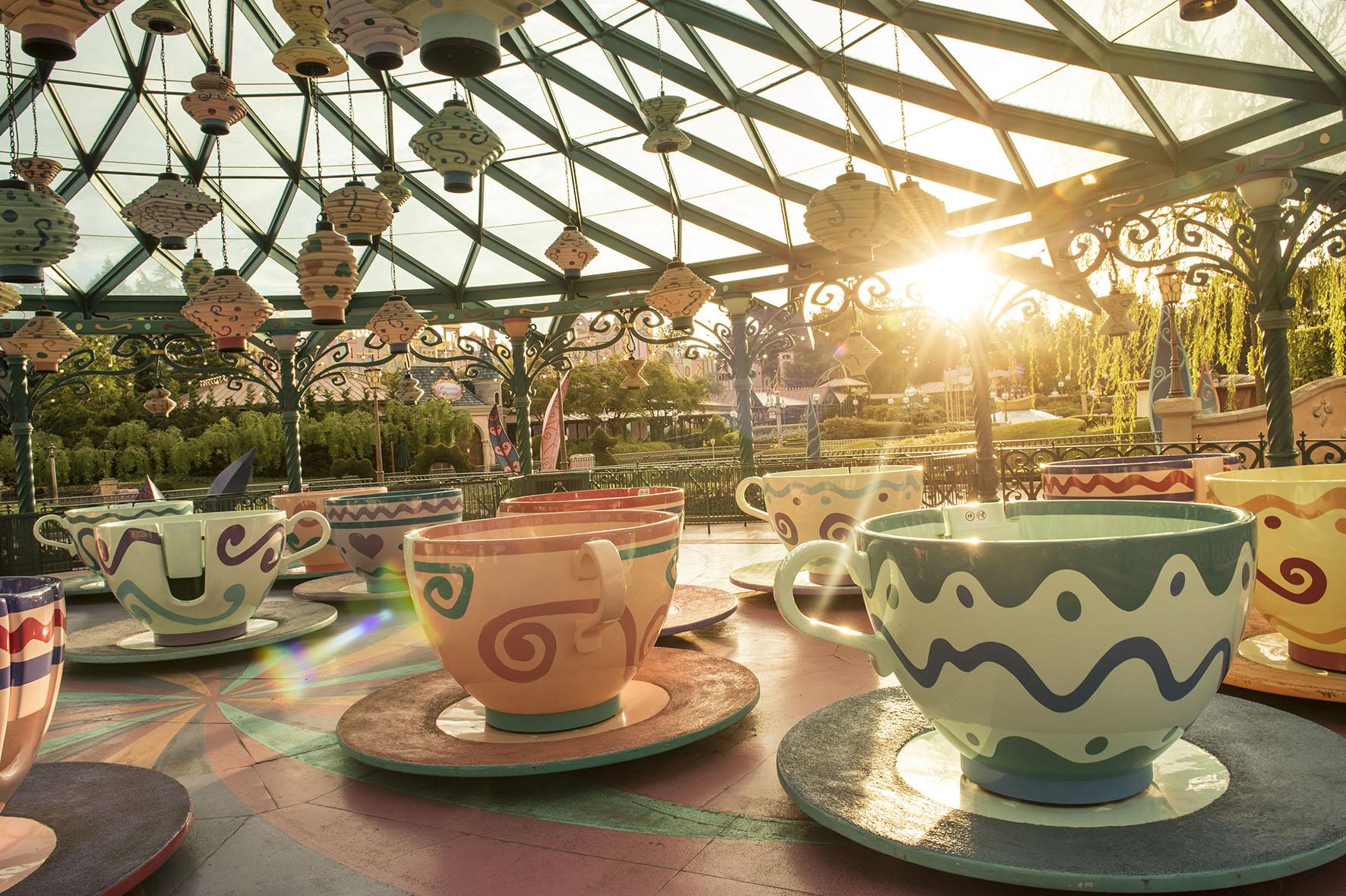 Op deze foto zie je Mad Hatter's thee kopjes.
