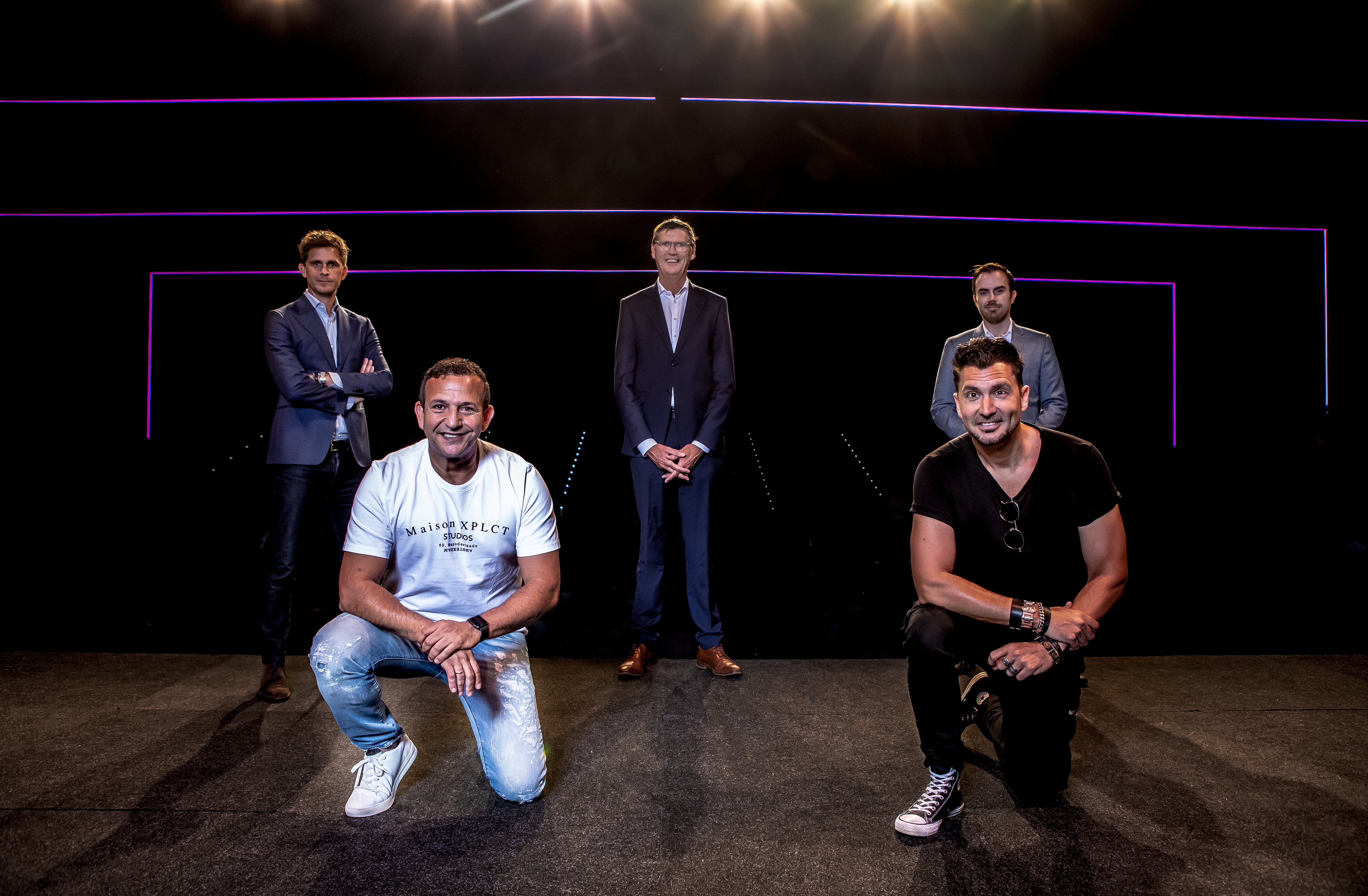 Een foto van een groep mensen bij de presentatie van Main Stage
