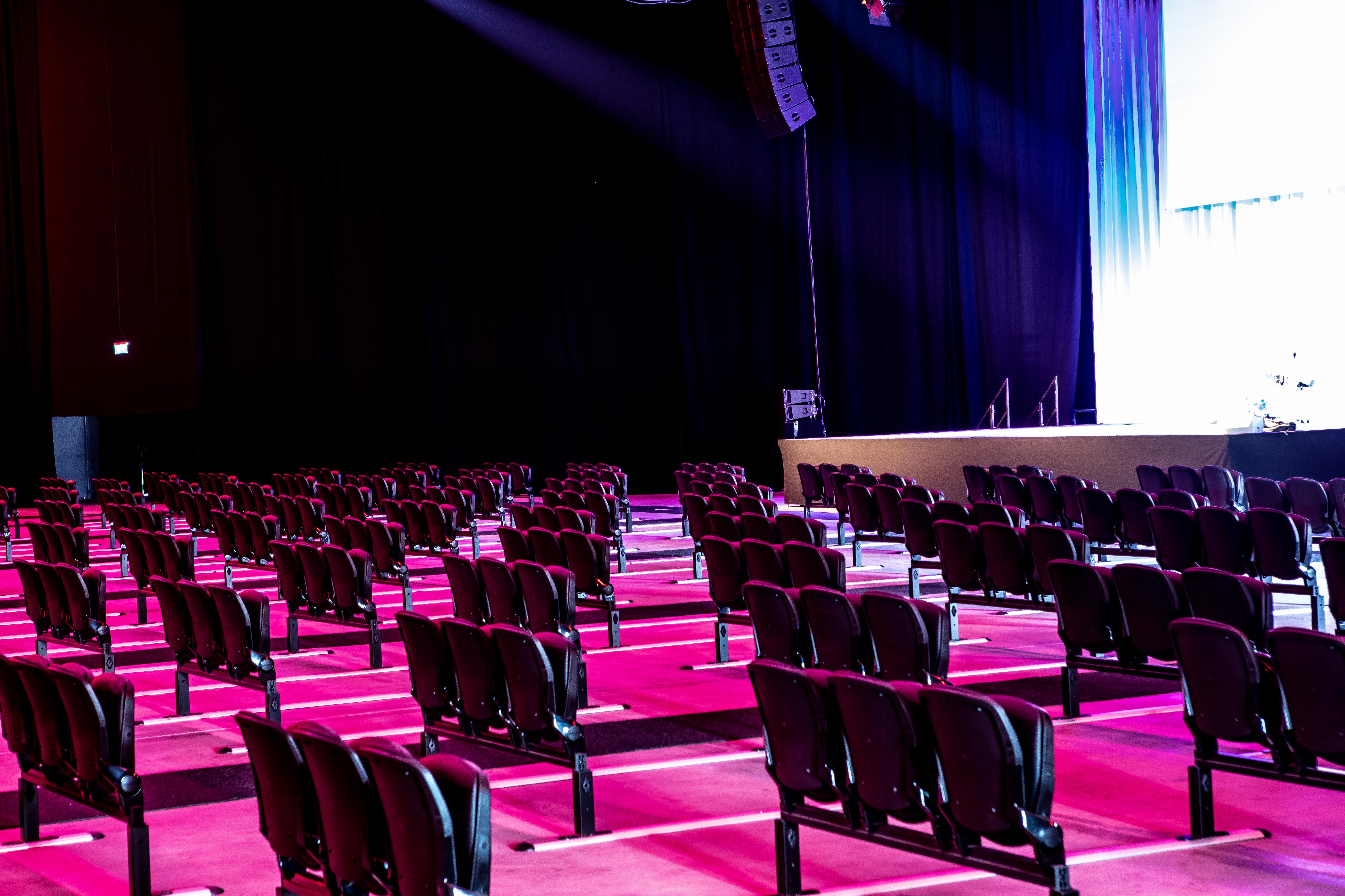 Een foto van de stoelen in Main Stage