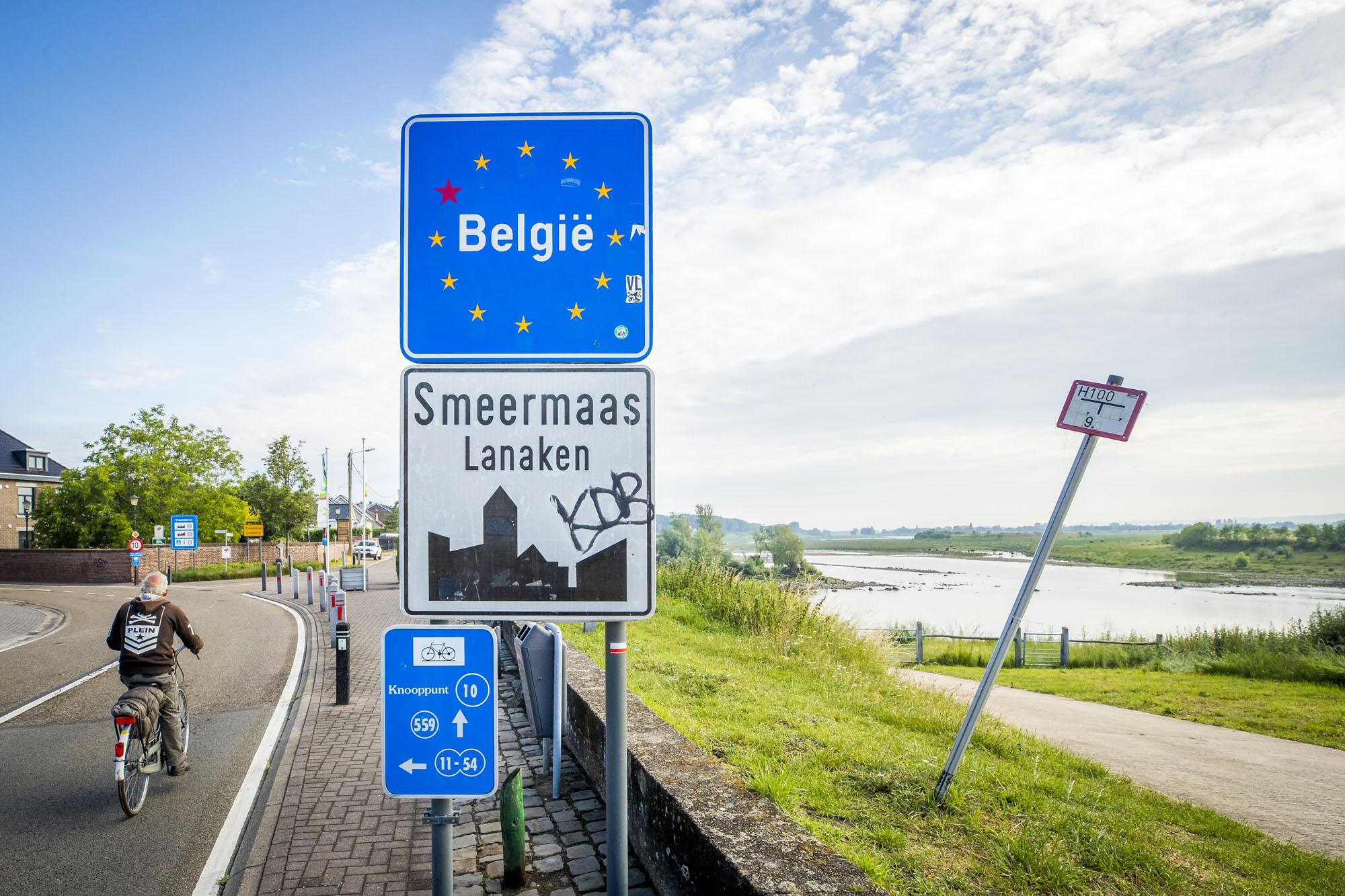 Een foto van een grensbord in België