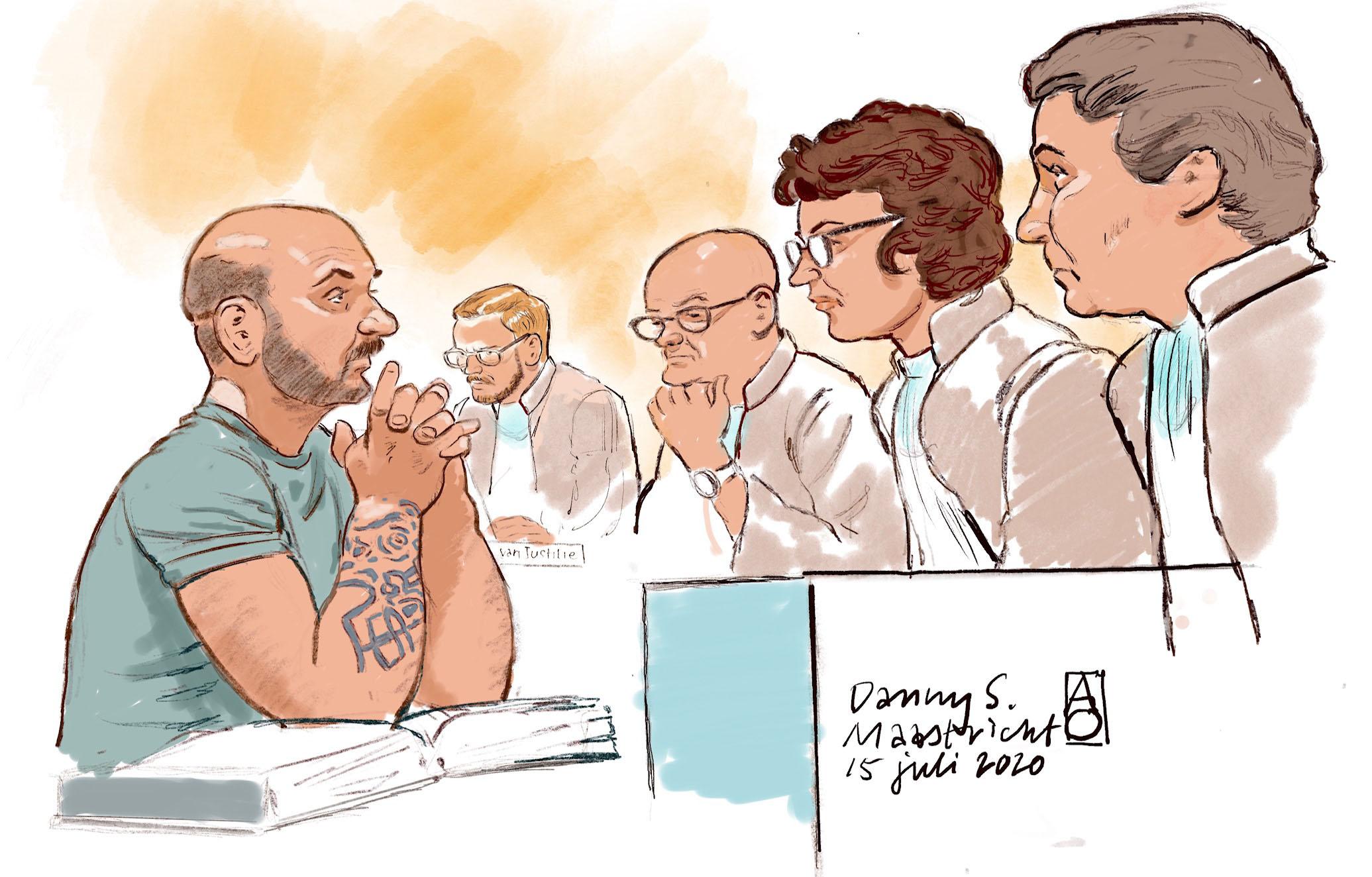 Een foto van de verdachte in de rechtbank