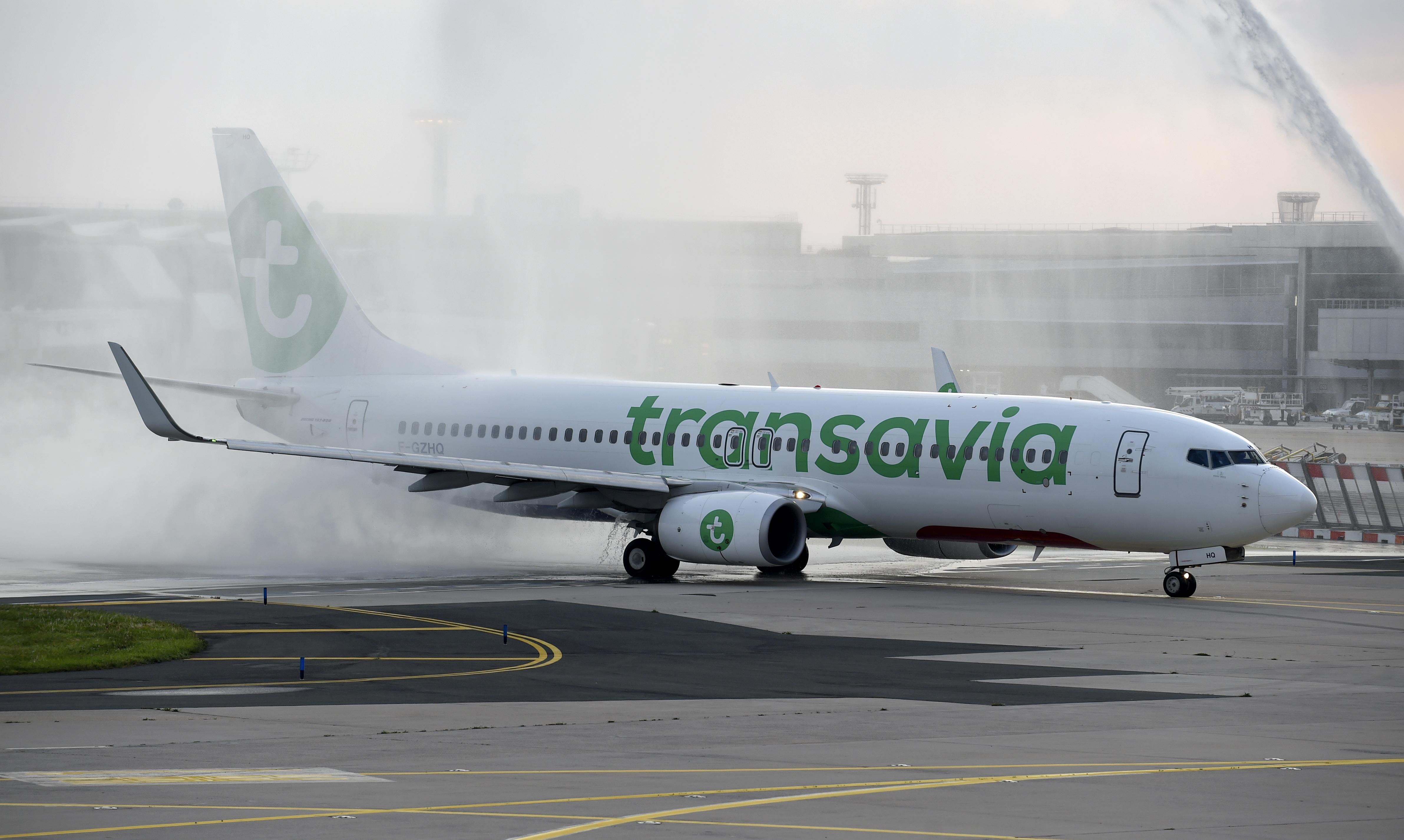 Een foto van een vliegtuig van Transavia