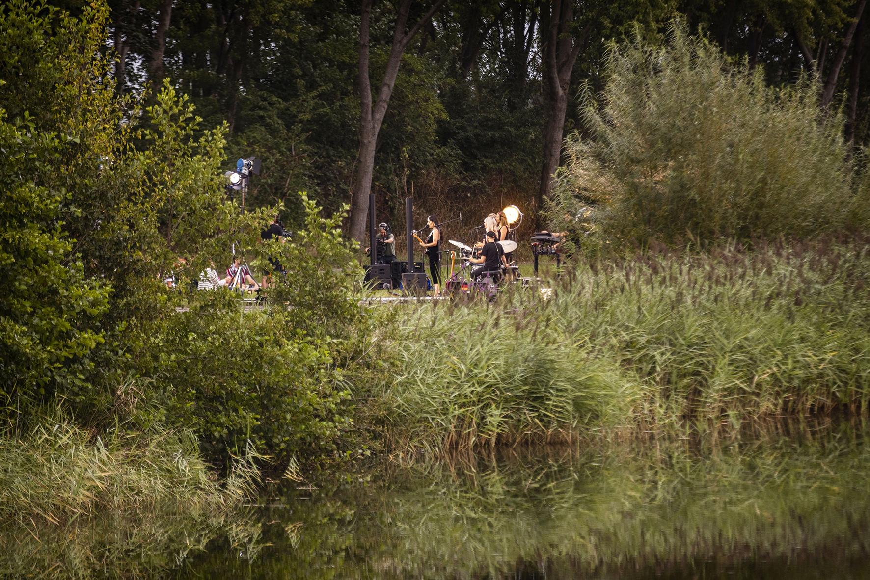 Eefje de Visser op dreef op verlaten Lowlands-terrein