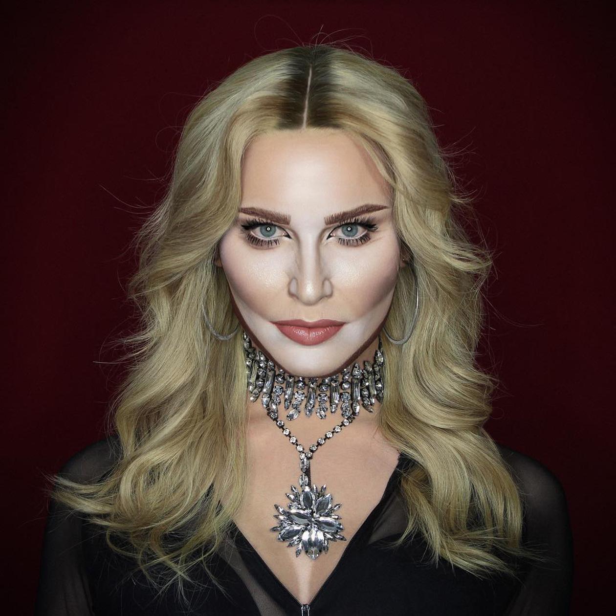 Een foto van Elliot als Madonna