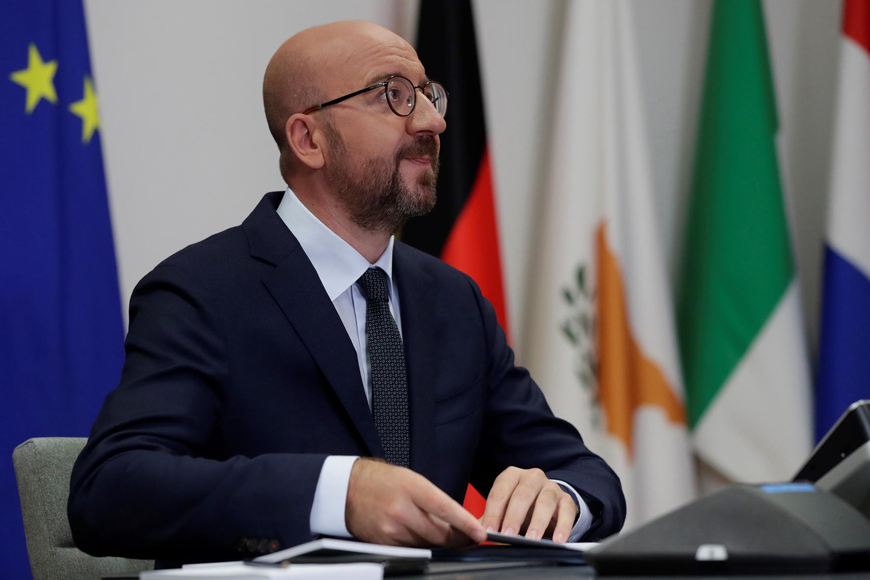 De EU zal snel sancties opleggen aan een aantal Wit-Russen voor verkiezingsfraude en het geweld tegen demonstranten. Dat zei EU-president Charles Michel na afloop van een digitale EU-top.