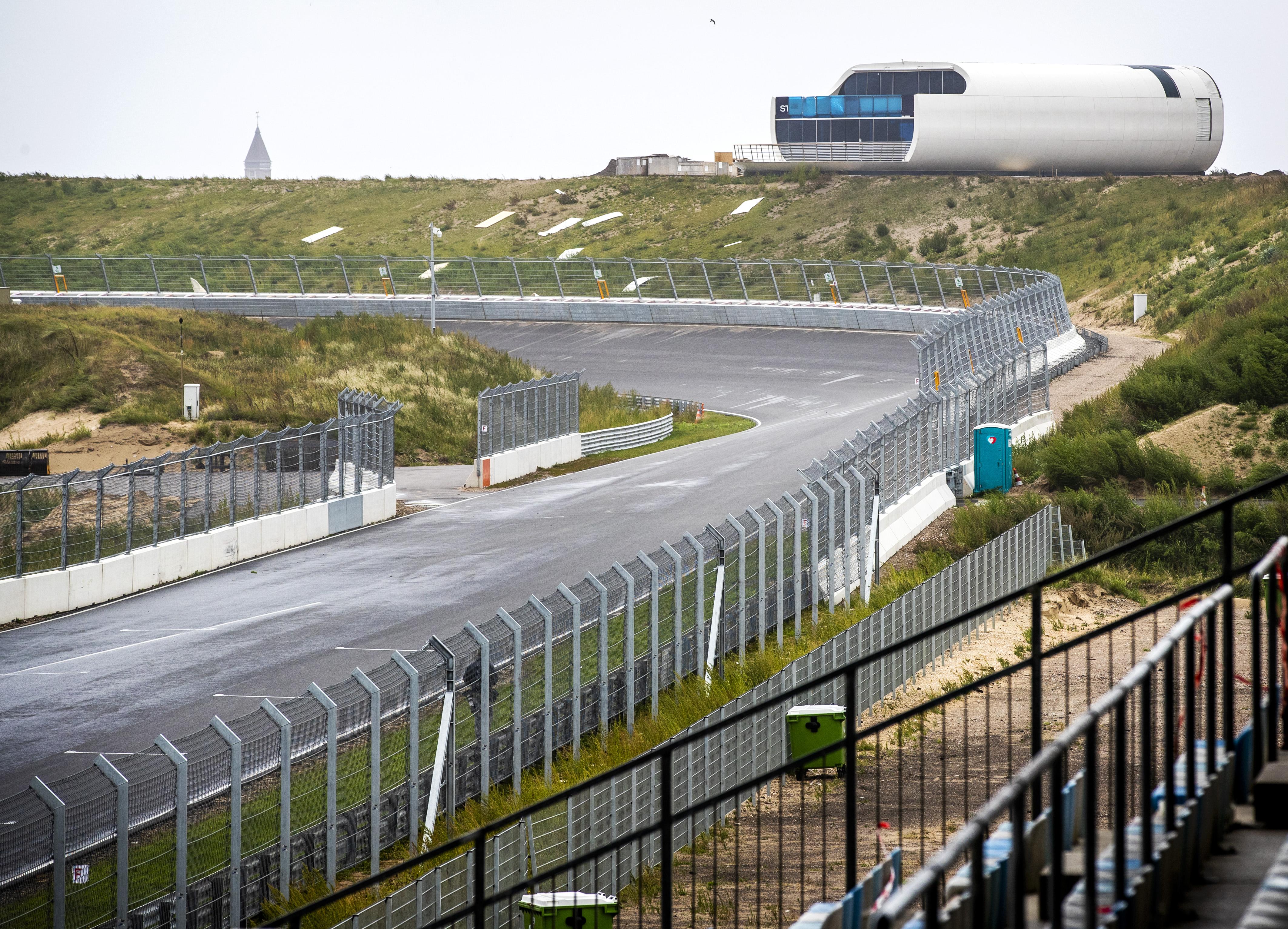 Een foto van de nu al beroemde kombochten van circuit Zandvoort
