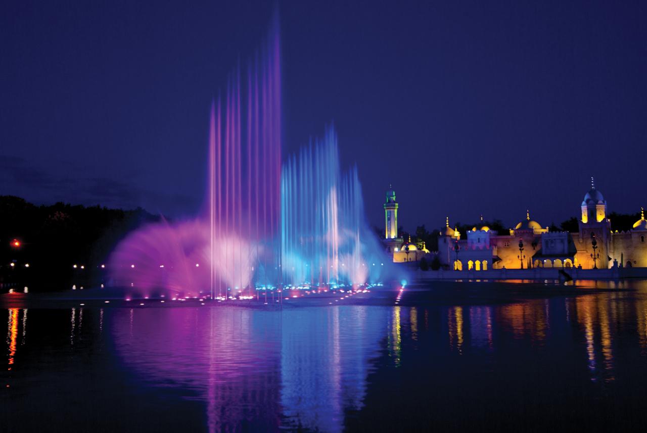 Een foto van de fonteinshow van Guus Meeuwis in de Efteling