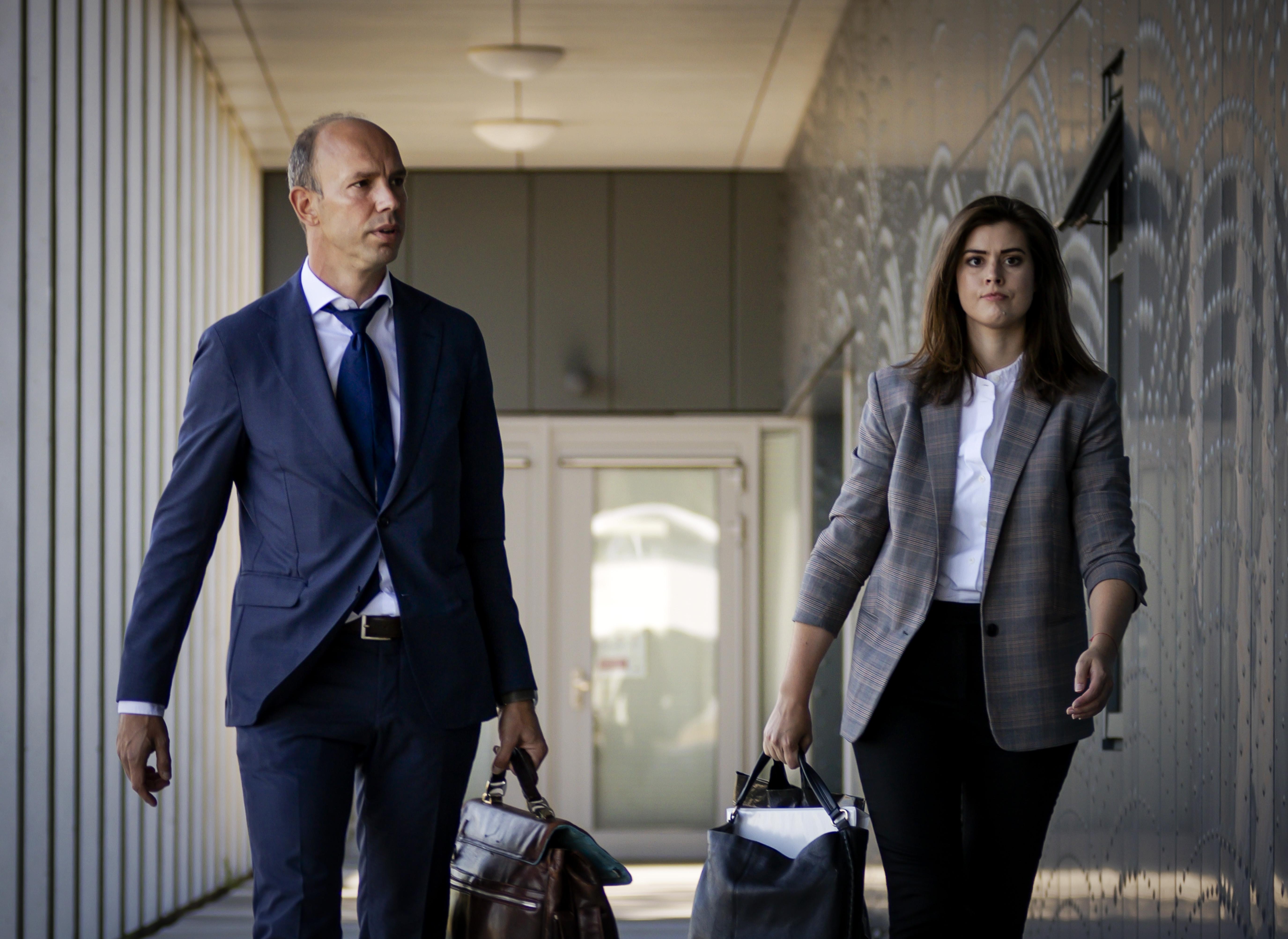 Een foto van de twee advocaten van Willem Holleeder