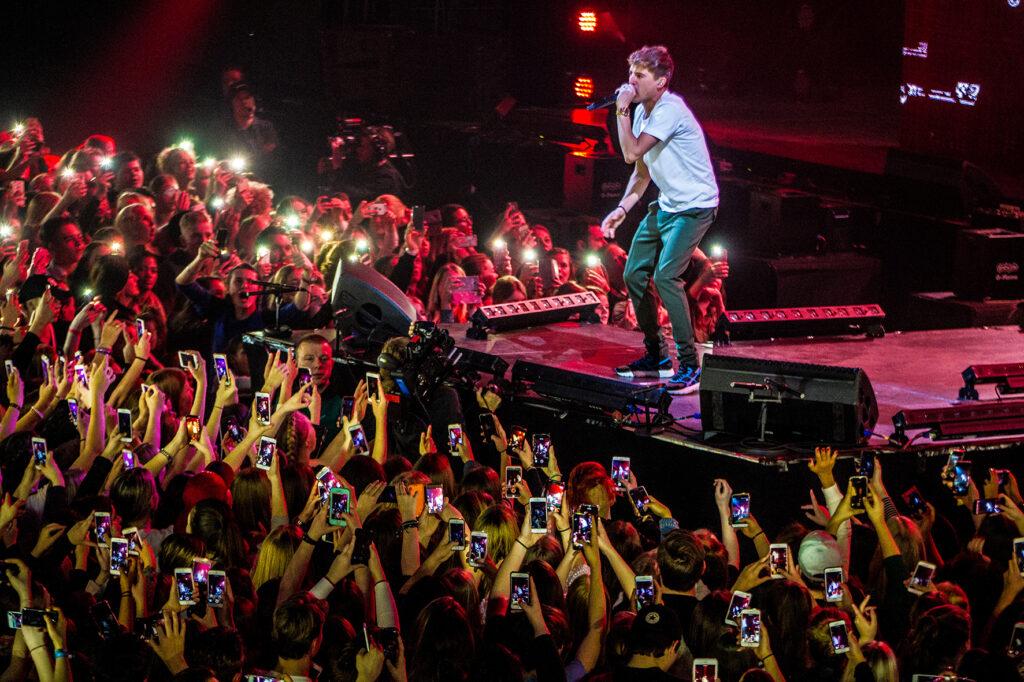De Nederlandse rapper, zanger, presentator en acteur Lil Kleine (Jorik Scholten) treedt op