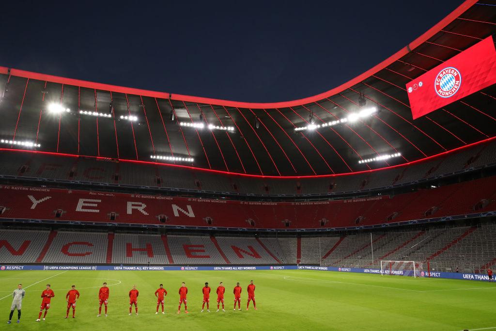 Een foto van een leeg stadion bij de voetbalwedstrijd Bayern - Chelsea