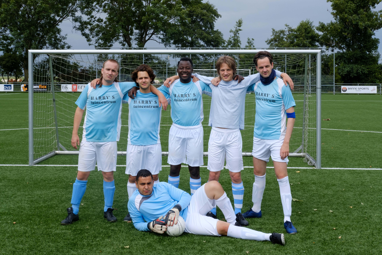 Een foto van het jonge voetbalteam van All Stars