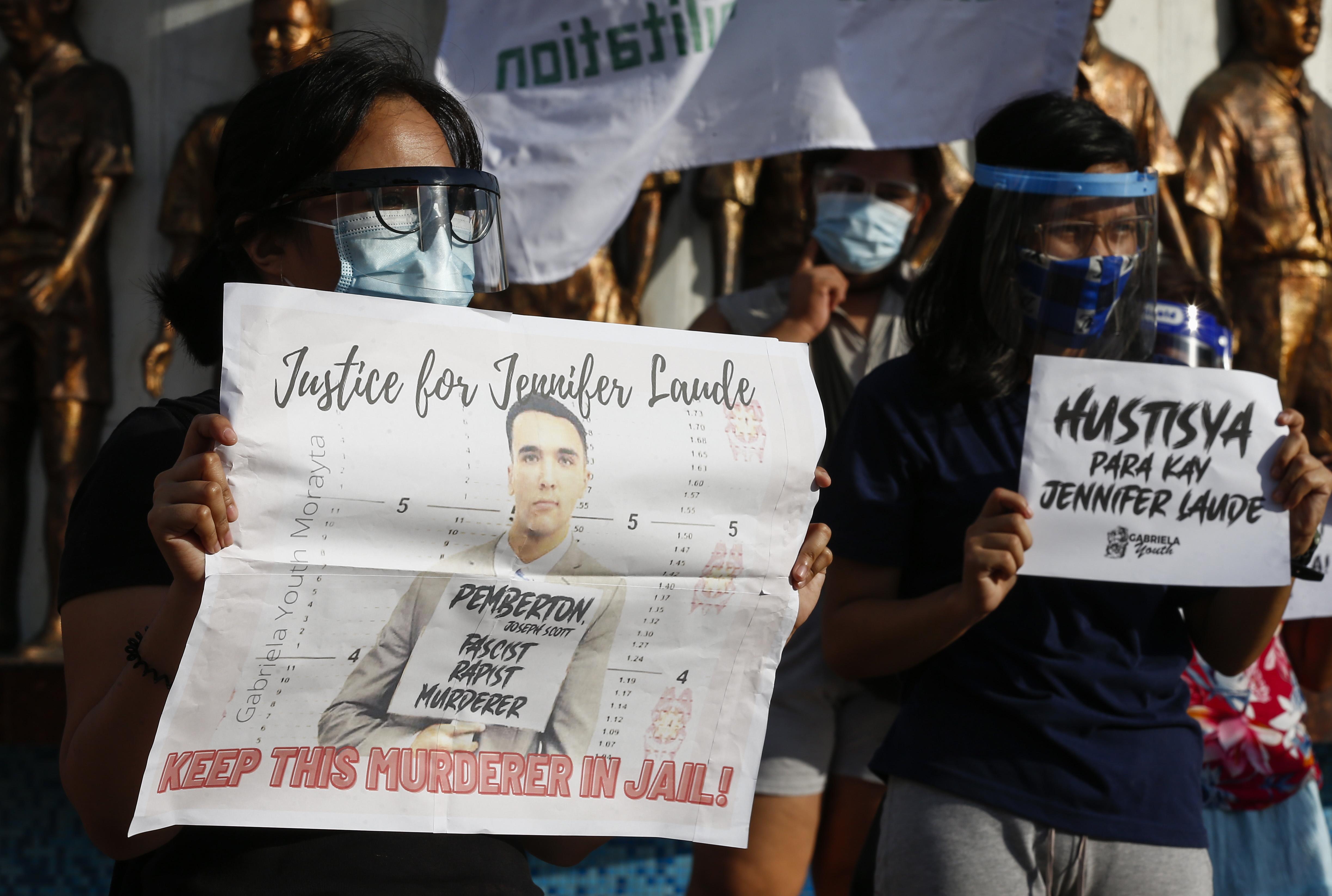 Foto van demonstratie tegen vrijlating Joseph Scott Pemberton