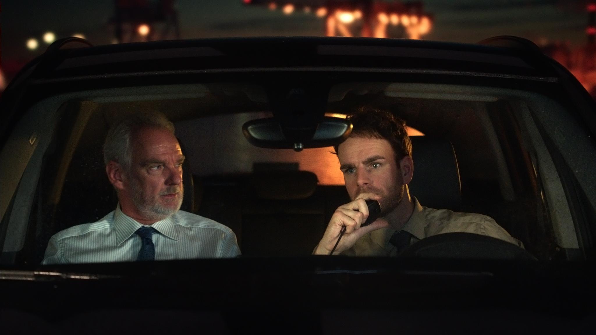 Een foto van Stefan de Walle en Henry van Loon in hun politieauto
