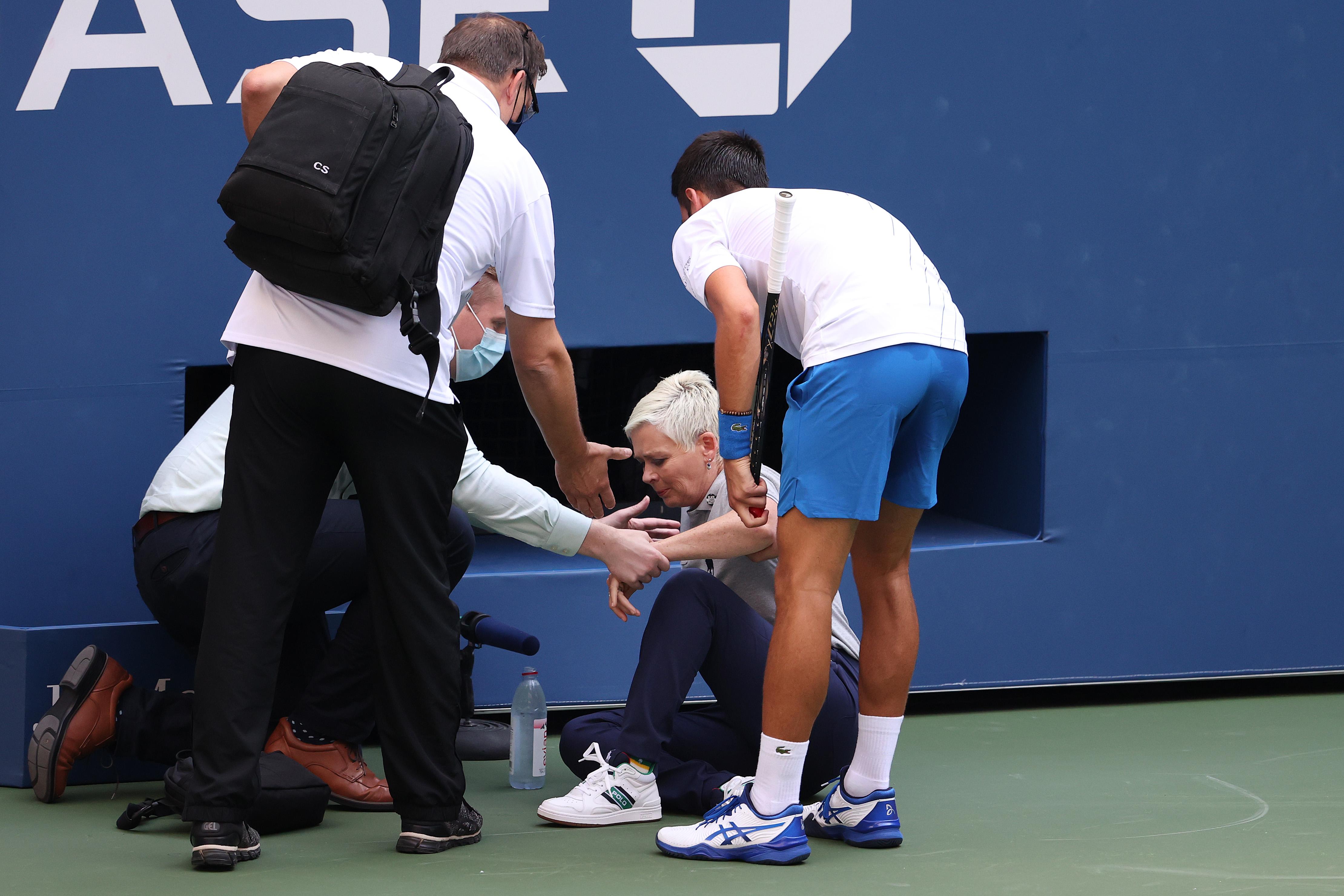 Novak Djokovic diep door het stof: 'Het spijt me buitengewoon'