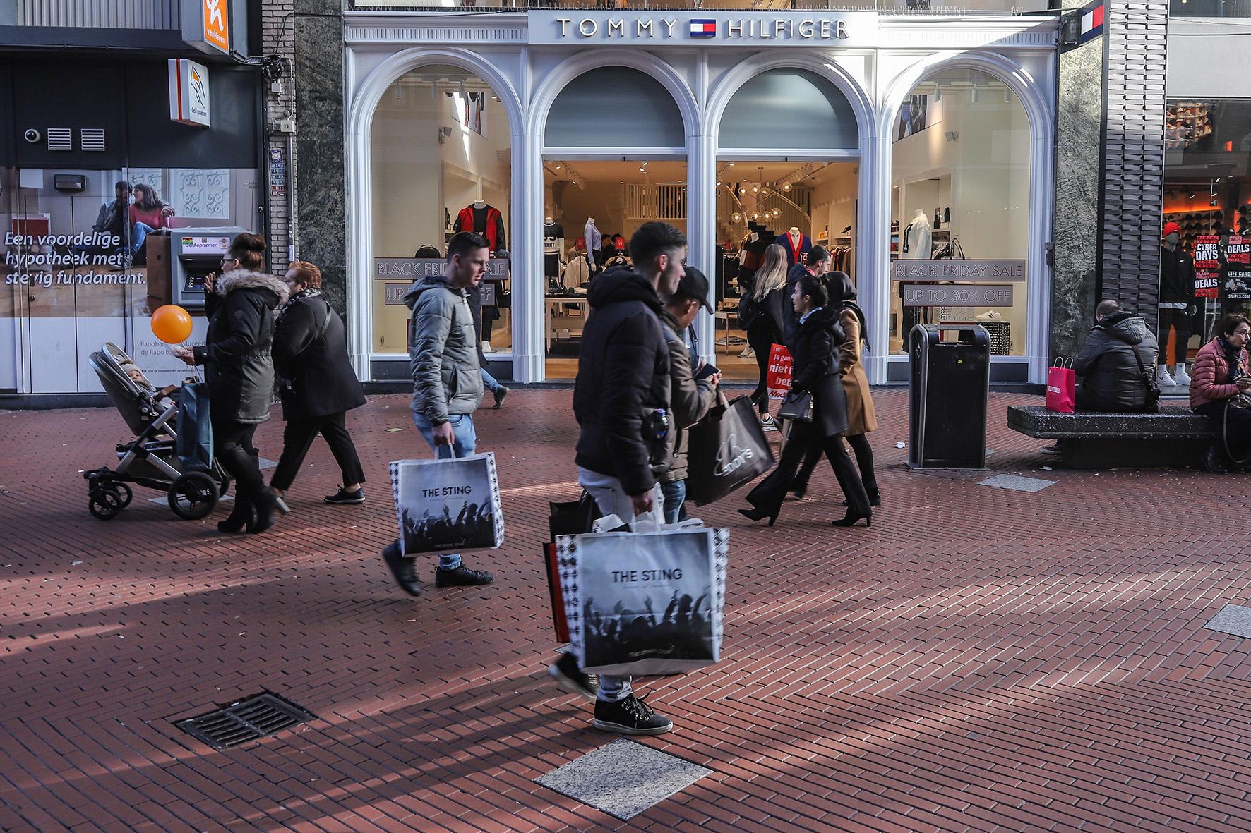 Nederlanders somberder over de toekomst, vertrouwen in politiek toegenomen