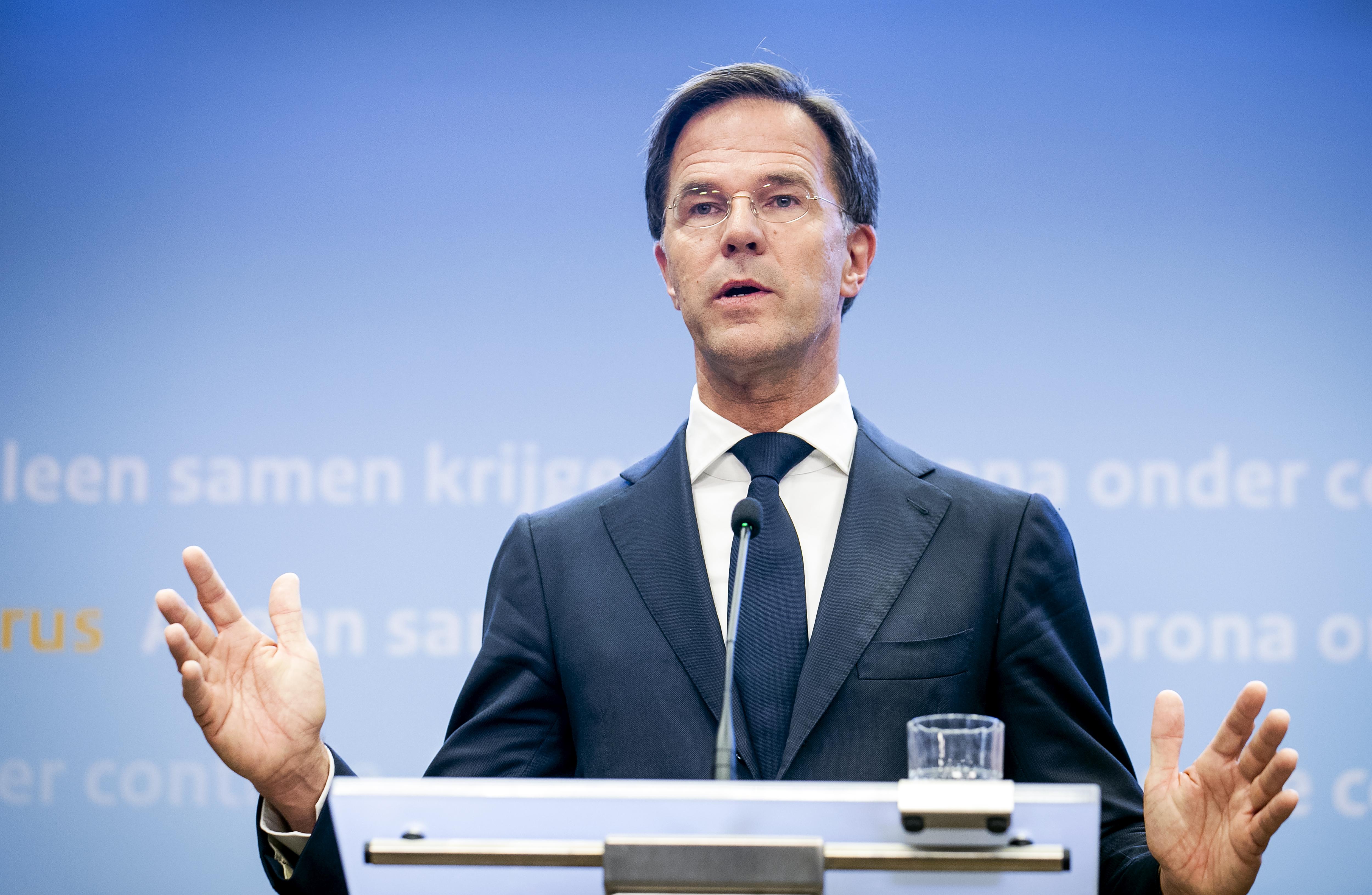 Een foto van premier Rutte tijdens de persconferentie