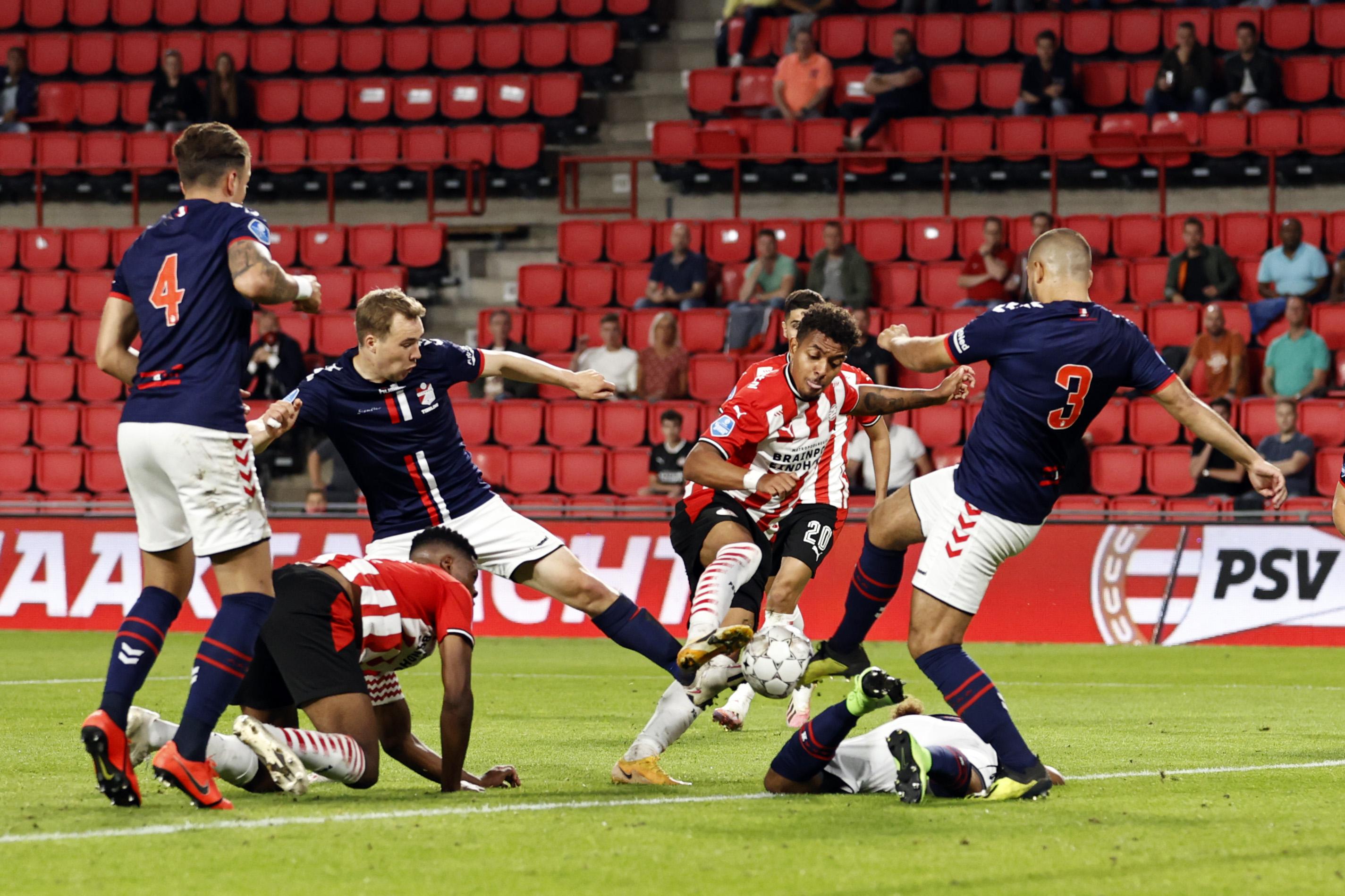 Foto van PSV tegen FC Emmen