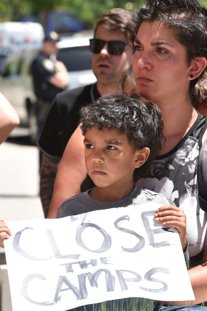 Een jongen demonstreert in 2019 tegen de berucht ICE kampen van de Amerikaanse overheid