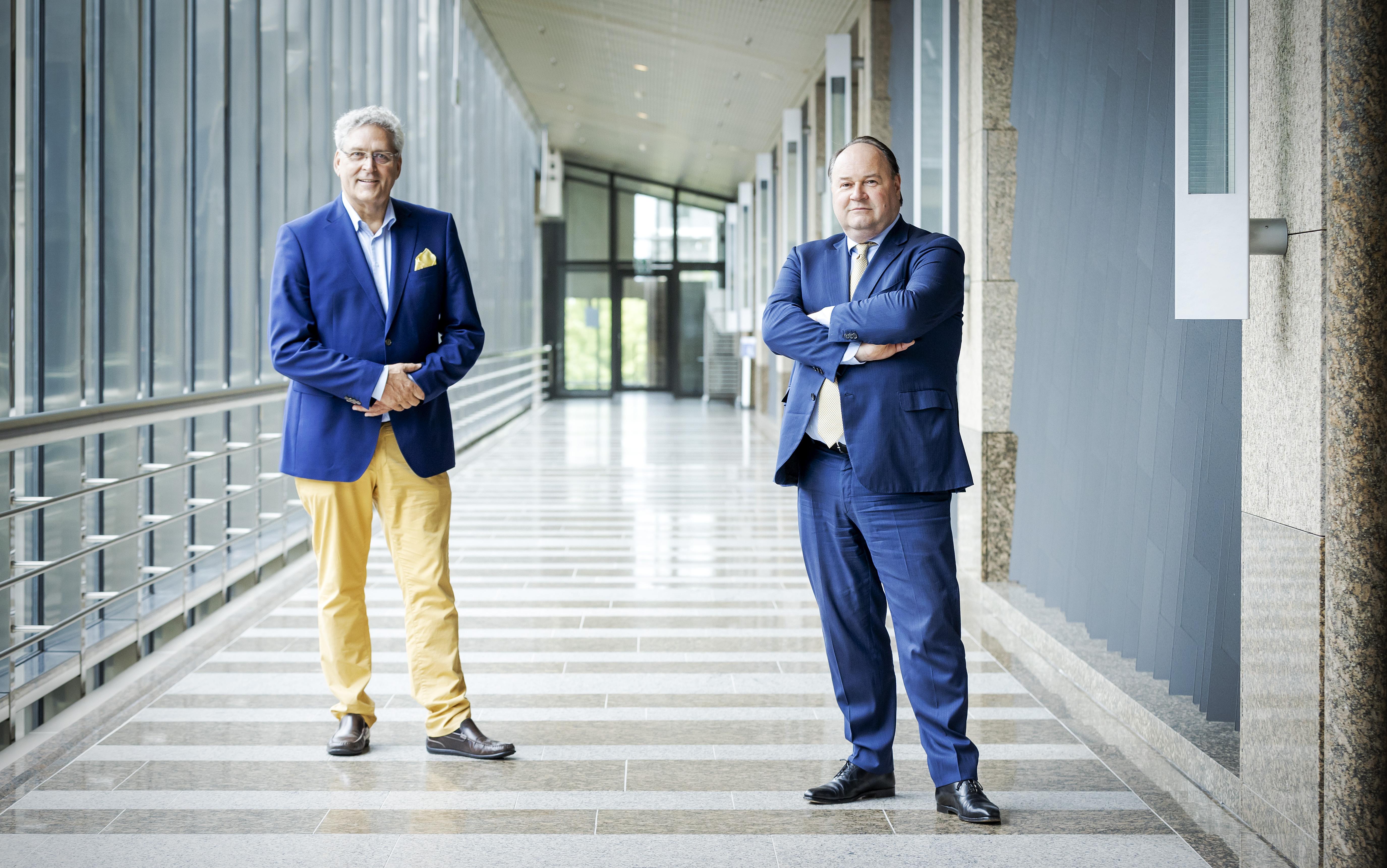 Een foto van Henk Krol en Henk Otten