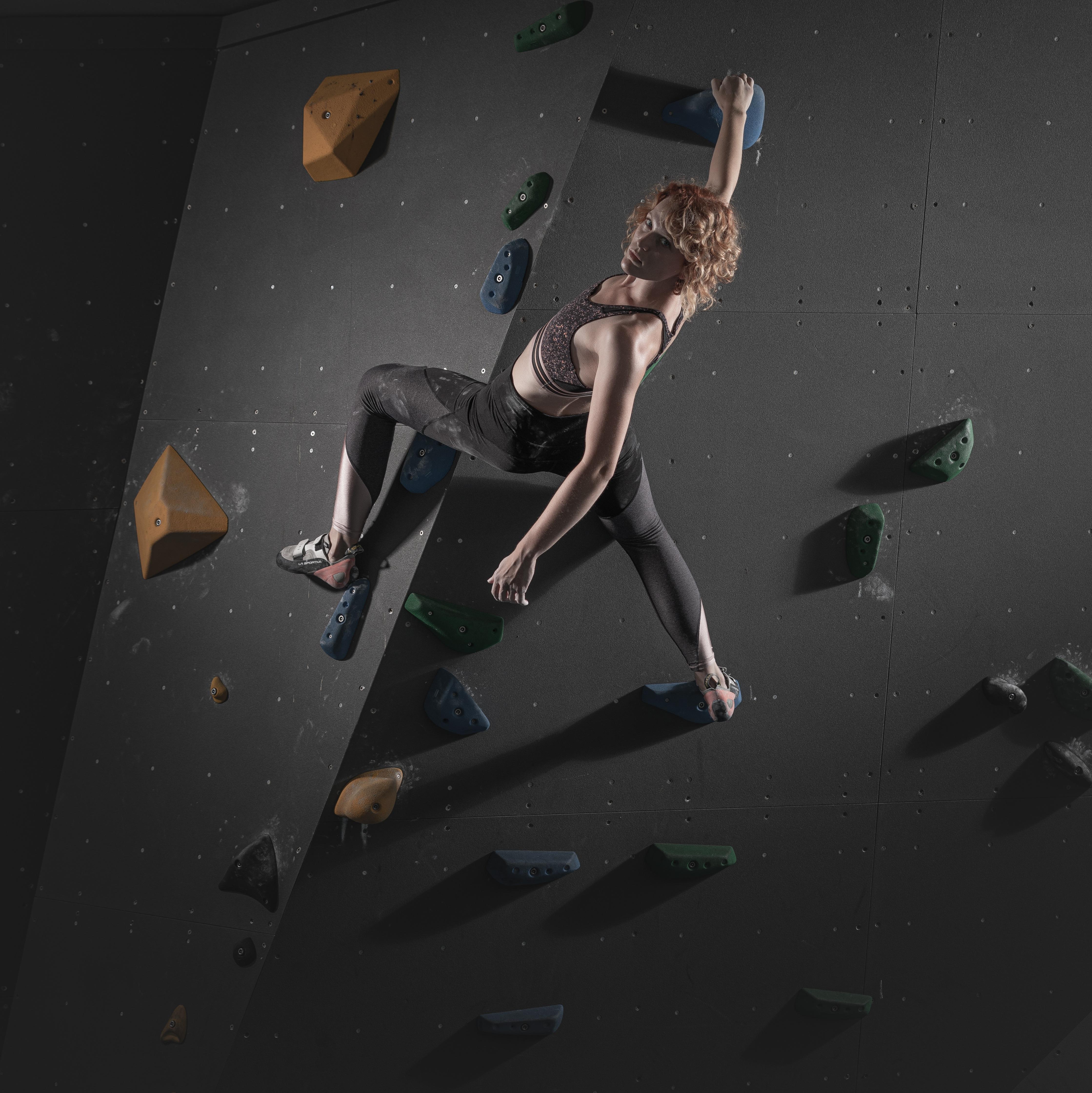 Een foto van Rosan op de klimwand