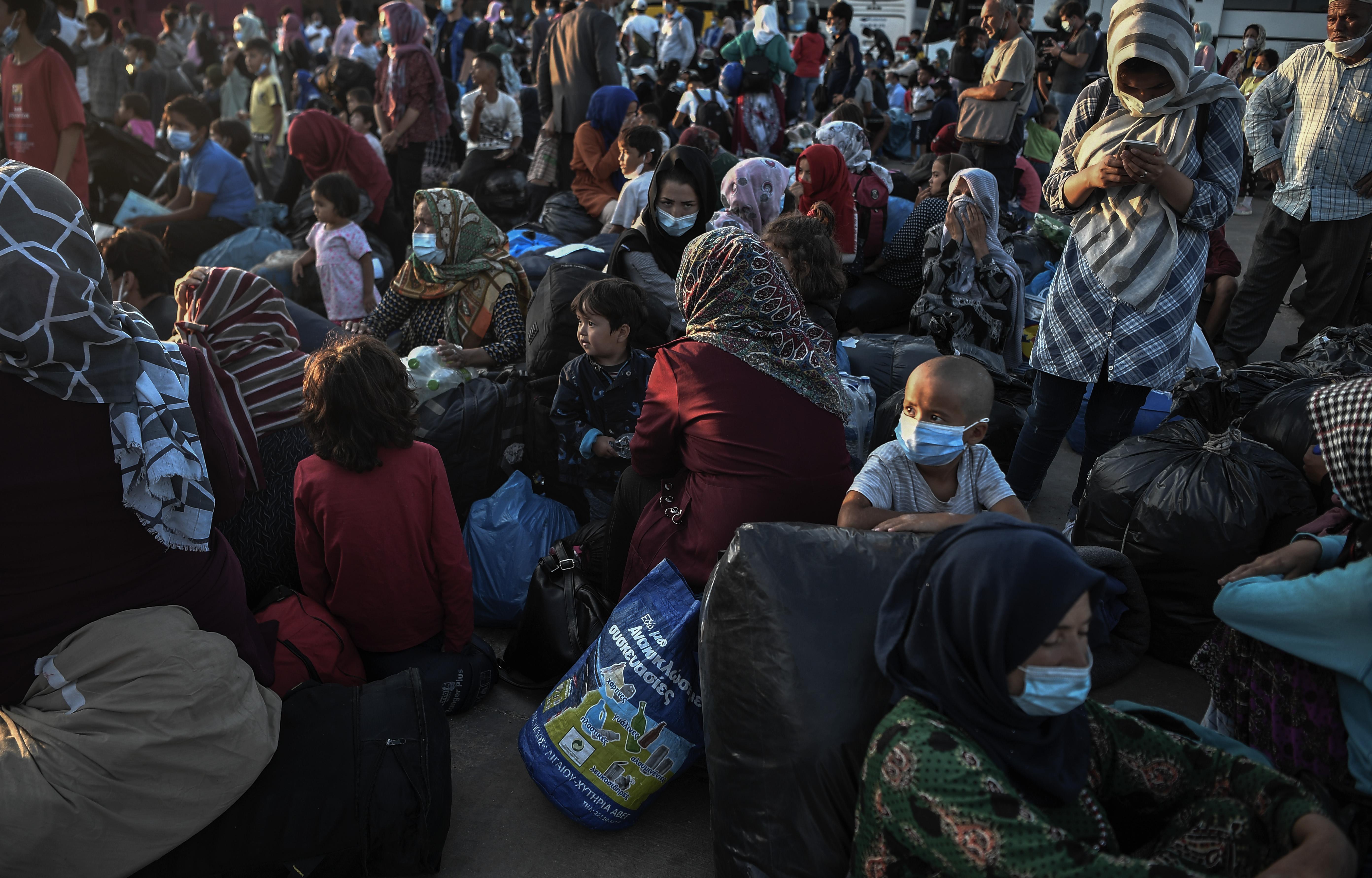 Een foto van heel veel vluchtelingen op Lesbos
