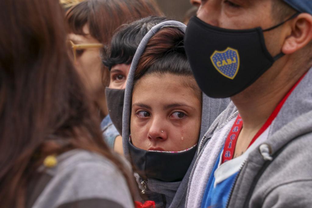 Een foto van een fan van Maradona met een traan op wang