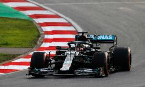 Een foto van Lewis Hamilton op het circuit van Istanbul
