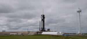 Een foto van raket SpaceX die vannacht de ruimte in gaat