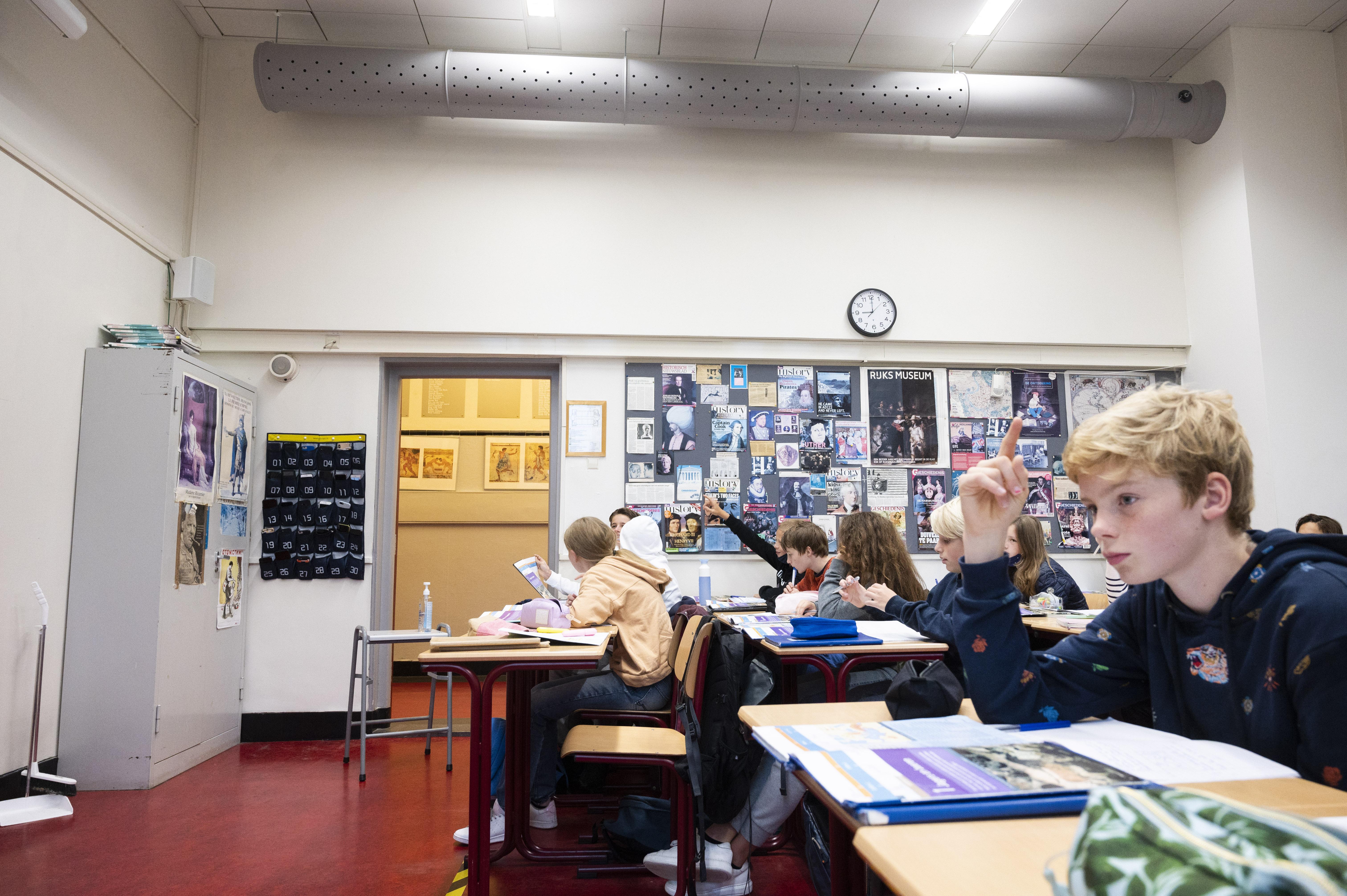 Een foto van een klas zonder ventilatie in Amsterdam