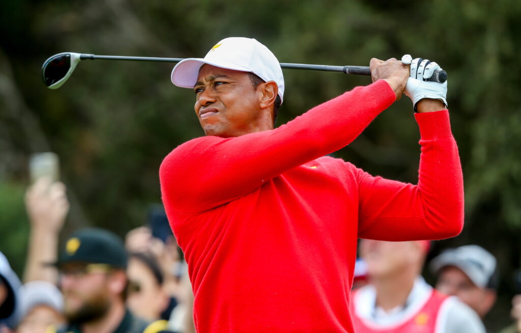 De wereld leeft mee met Tiger Woods na heftig ongeluk.