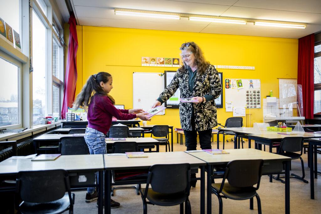 Scholen mogen morgen open, maar blijven vanwege sneeuw soms dicht - Metronieuws.nl