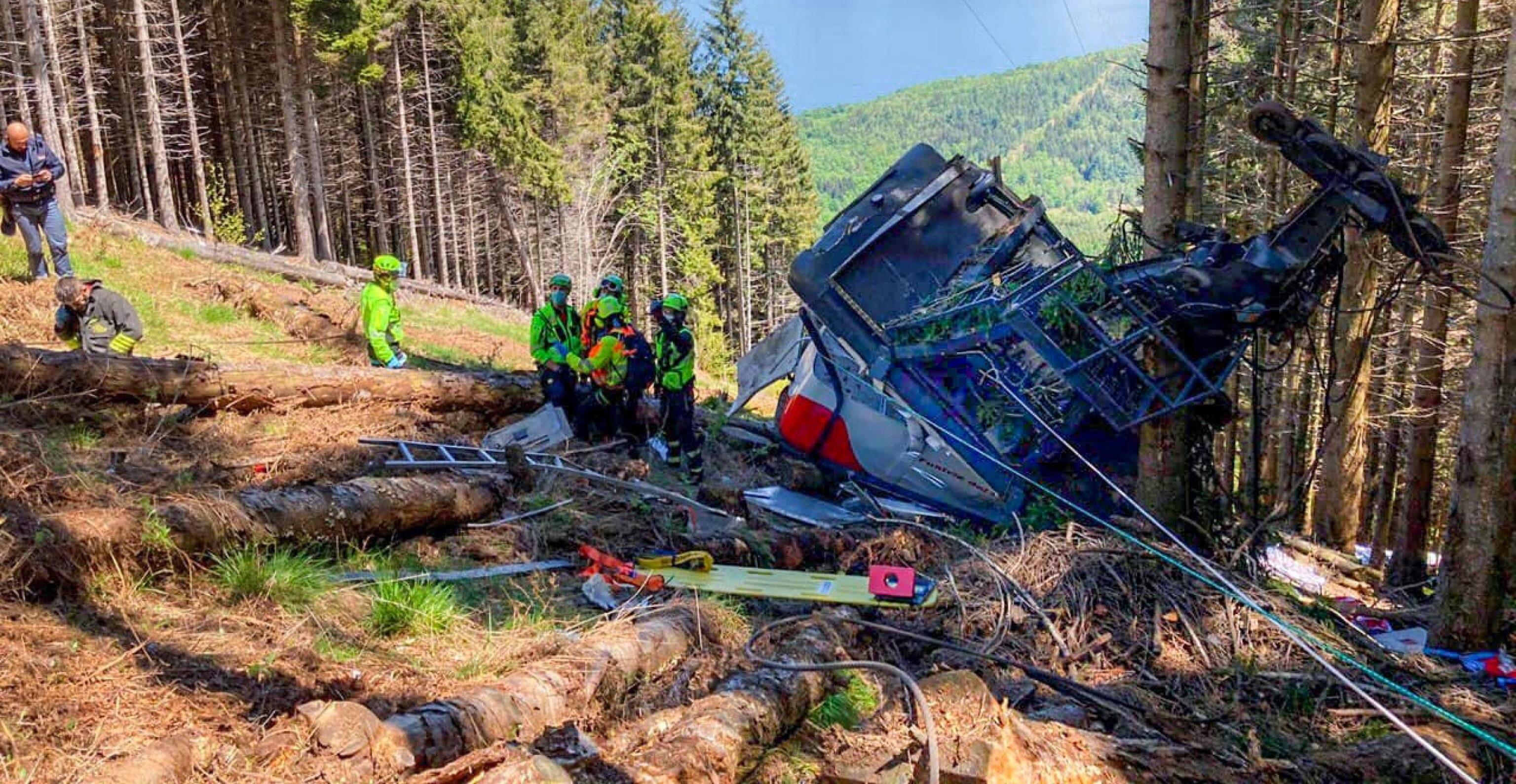 Ongeval met kabelbaan in Italië: veertien doden nadat cabine naar beneden stort.