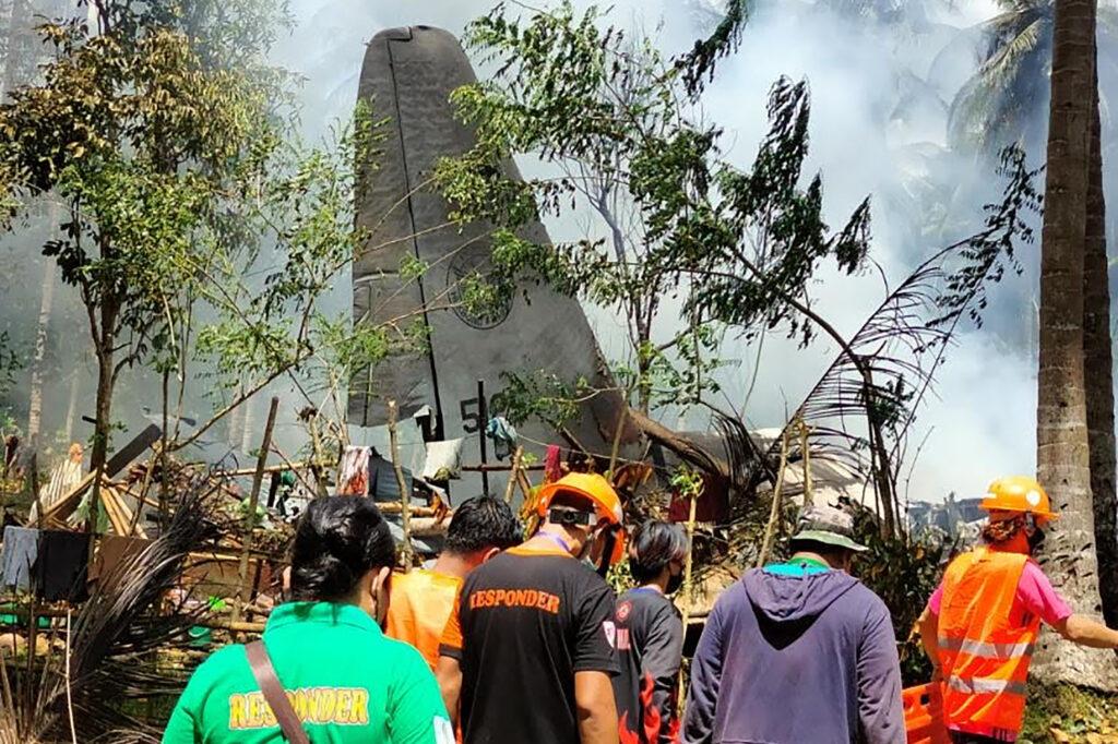 Veel doden en gewonden bij vliegtuigongeluk op Filipijnen.